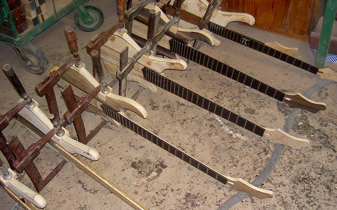2001 - 2004 - Piersze testowe modele z serii Comodous oraz Patriot