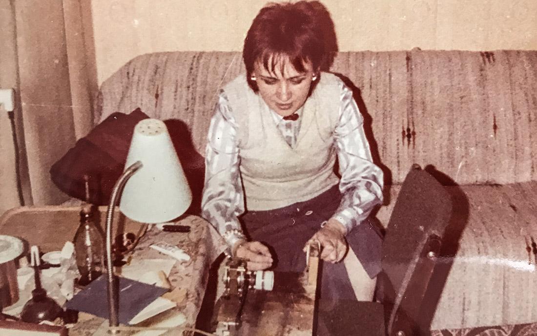 1983-1985 - Halina Dziewulska ręcznie nawijająca przetworniki Mayones